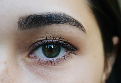 Ladies Eye And Eyebrow-Microblading